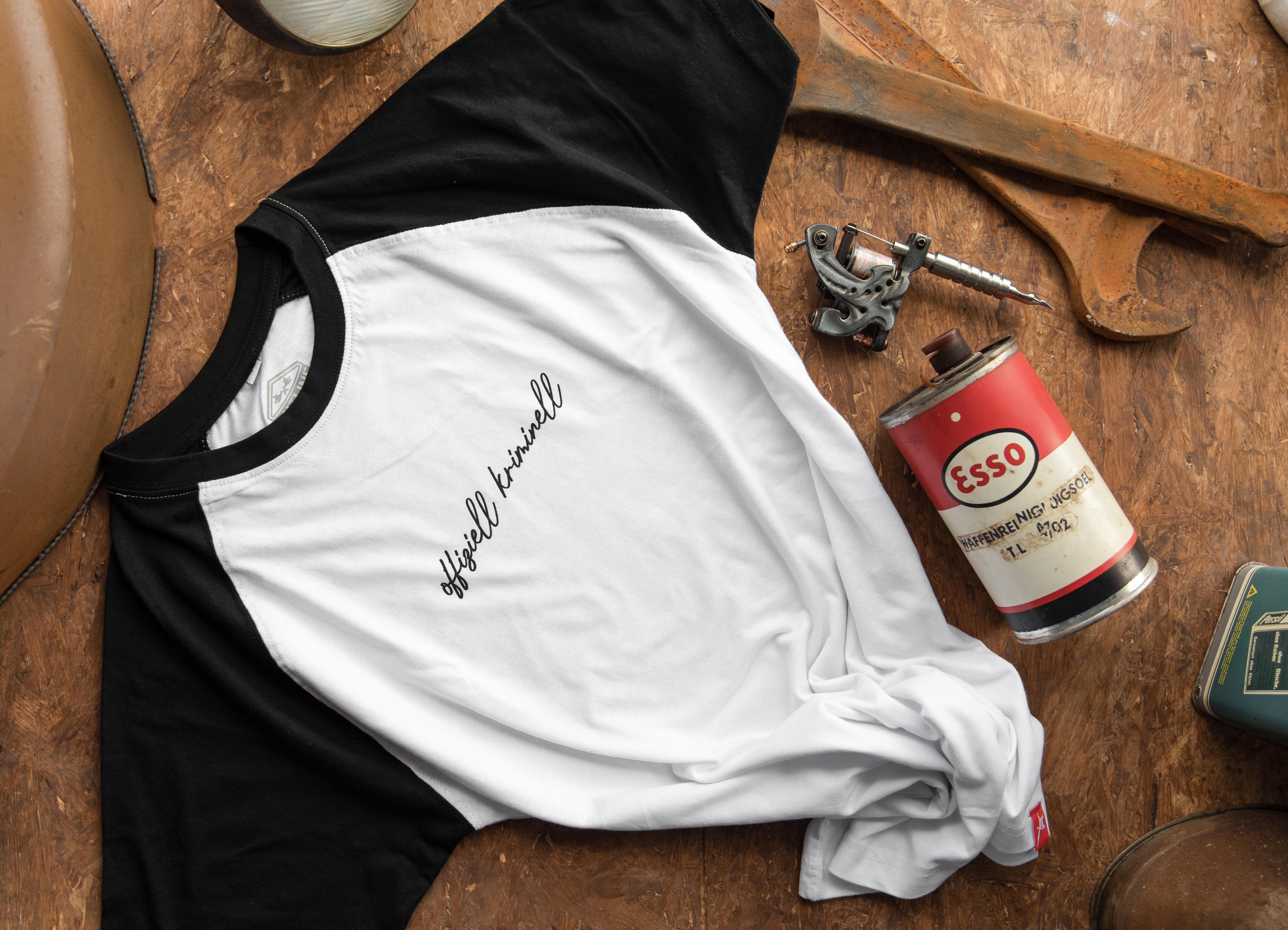 """T-Shirt """"offiziell kriminell"""" weiss/schwarz Men"""