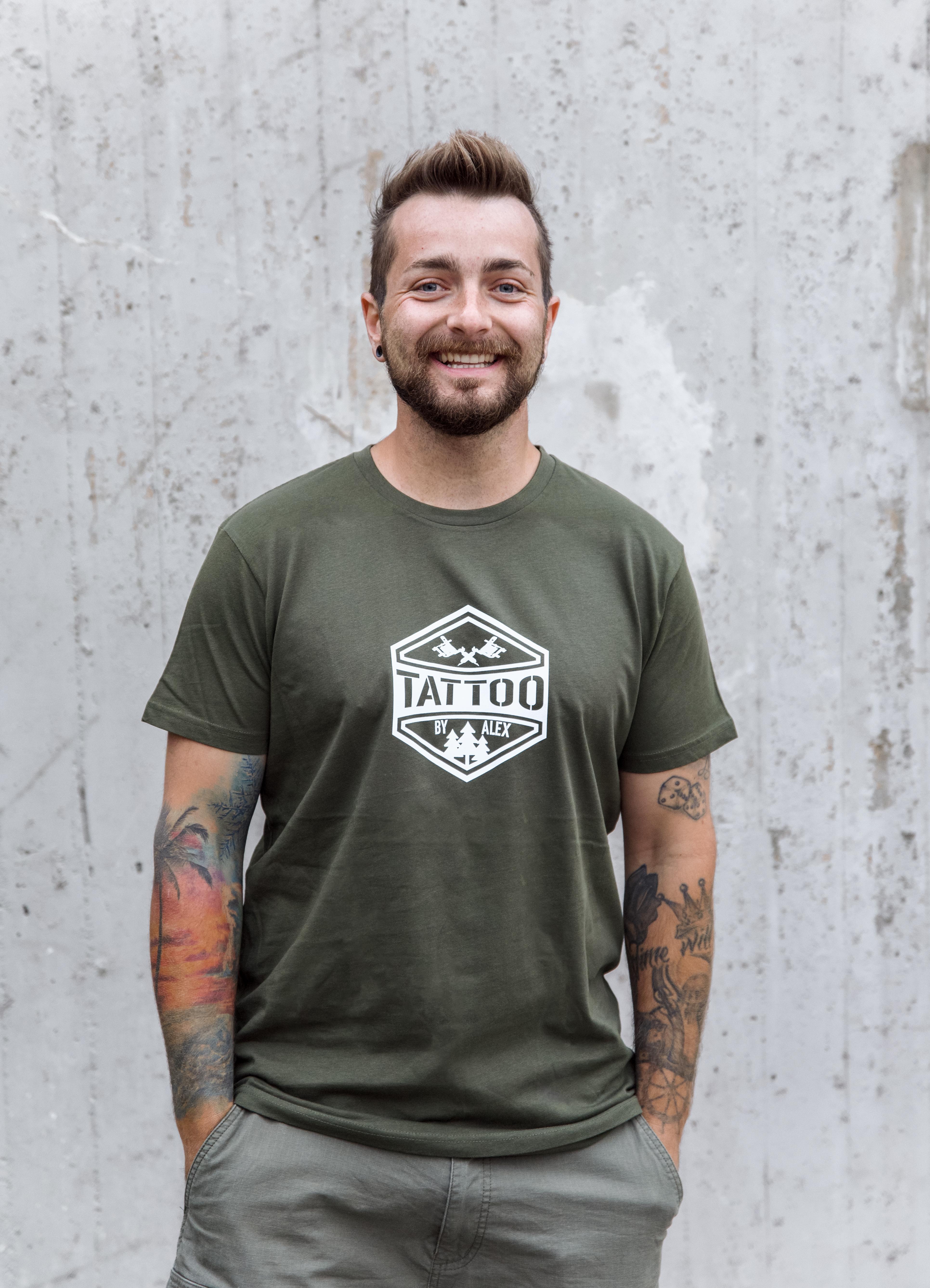 """Original """"Tattoo by Alex"""" T-Shirt Men oliv"""
